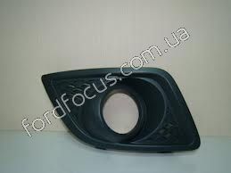 1375900 overlay bumper under right anti-fog headlamp